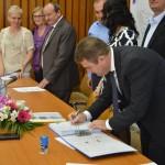 Aladin Georgescu a semnat contractul de finanţare pentru drumul judeţean Bunoaica-Cireşu