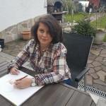 Alina Maria Muşat – artista din Germania care desenează portrete cu mâna stângă