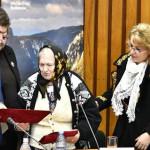 Aladin Georgescu i-a acordat marii artiste a Mehedinţiului, Domnica Trop, titlul de cetăţean de onoare al judeţului