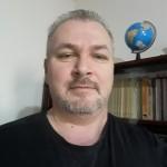 Profesorul severinean Viorel Piuitu, prezent la Târgul de carte Gaudeamus